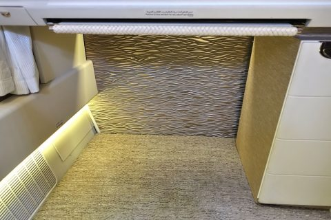 emirates-firstclass-b777-new-seat/足元のスペース
