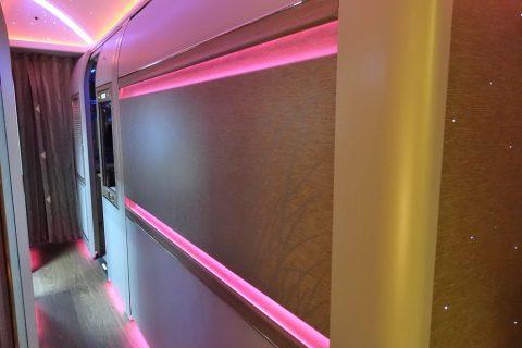 emirates-firstclass-b777-new-seat/中央席の裏側
