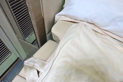 emirates-firstclass-b777-new-seat/マットレス