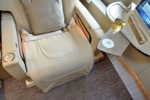 emirates-firstclass-b777-new-seat/座席幅