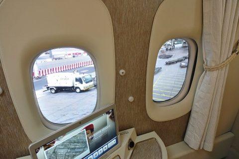emirates-firstclass-b777-new-seat/モニターウィンドゥ