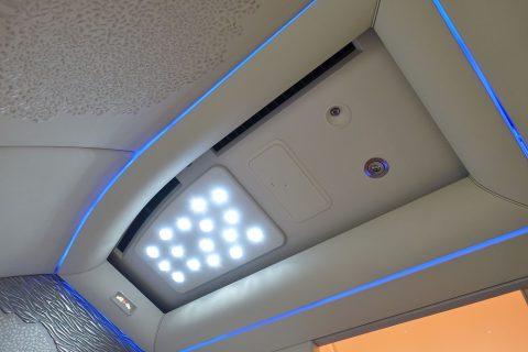 emirates-firstclass-b777-new-seat/天井の照明