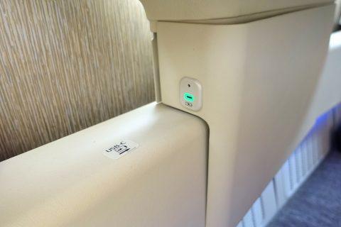 emirates-firstclass-b777-new-seat/USB電源