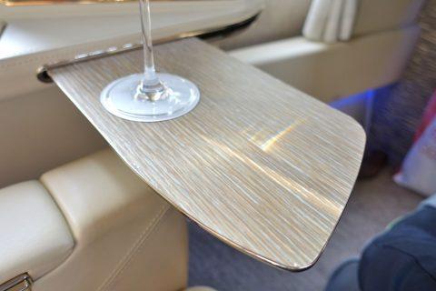 emirates-firstclass-b777-new-seat/サイドテーブル引き出し