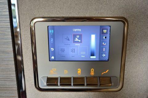 emirates-firstclass-b777-new-seat/照明操作のタッチパネル