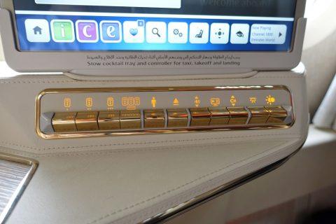 emirates-firstclass-b777-new-seat/サイドテーブルのボタン