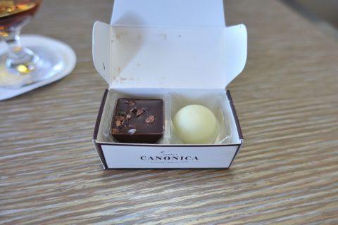 emirates-firstclass-b777-new-seat/チョコレート