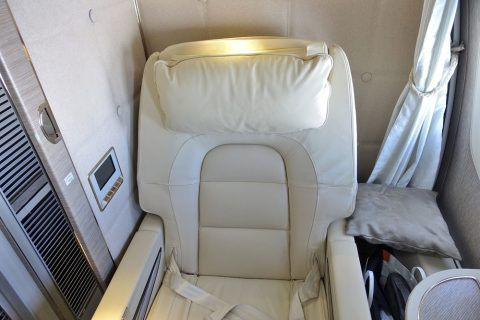 emirates-firstclass-b777-new-seat/シート