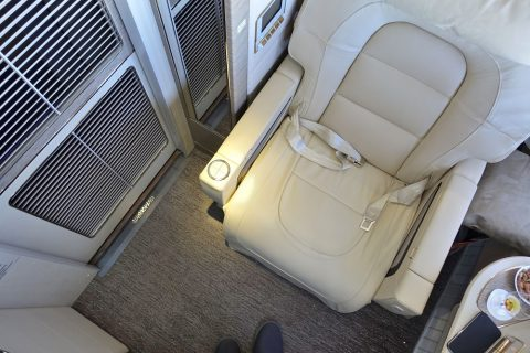 emirates-firstclass-b777-new-seat/個室の快適性