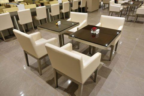 narita-emirates-lounge/ダイニングテーブル