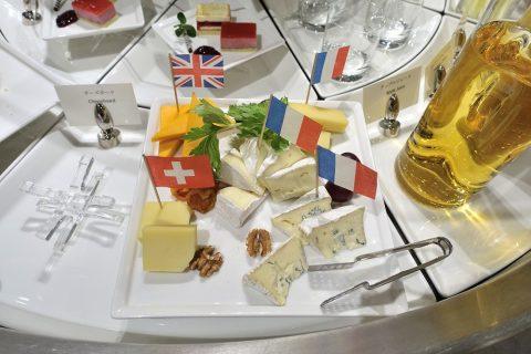 narita-emirates-lounge/チーズ