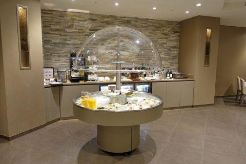 narita-emirates-lounge/ビュッフェのサラダ