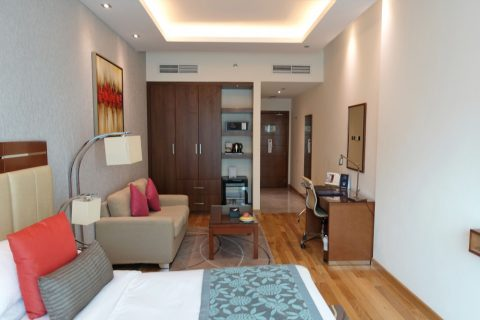 rose-park-hotel-al-barsha/部屋の高い天井