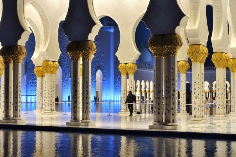 Sheikh-Zayed-Mosque/回廊ごしのモスク