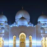 入場無料!「シェイク・ザイード・モスク」のライトアップが美しい!