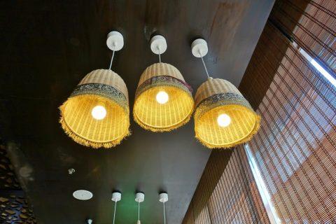 UZB-AVENUE/天井の照明
