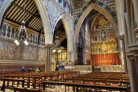 all-saints-margaret-street-london/内部と祭壇