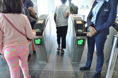 dubai-palm-monorail/改札口