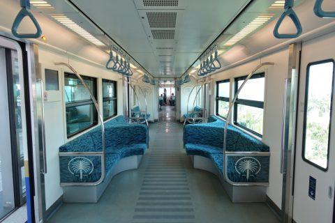 dubai-palm-monorail/車内