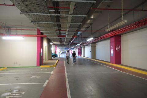 dubai-palm-monorail/パームジュメイラ駅の駐車場