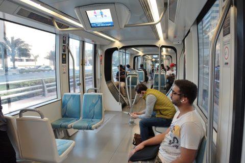 dubai-tram/車内