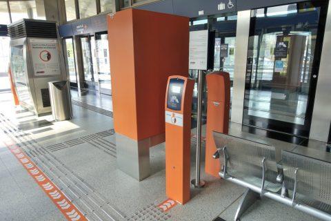 dubai-tram/改札機