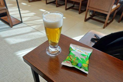 itami-sakura-lounge/黒ラベルとおつまみ