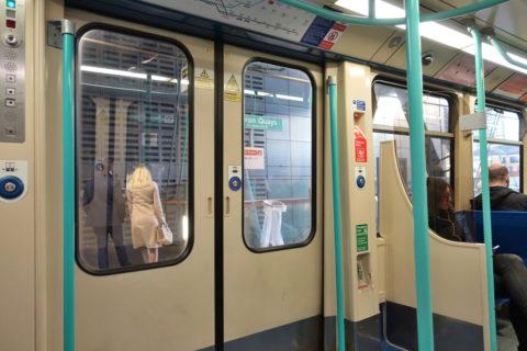 london-DLR/ドアとボタン