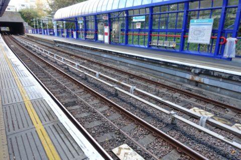 london-DLR/ホームの高さ