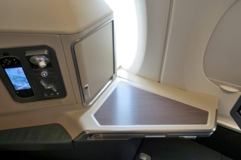 cathaypacific-businessclass-a350/サイドテーブル