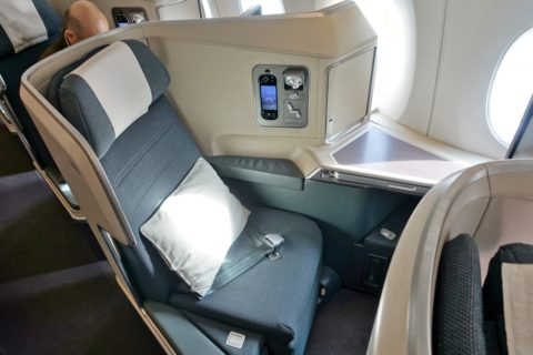 cathaypacific-businessclass-a350/窓側席