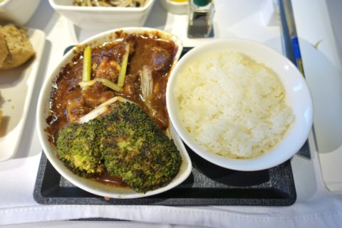キャセイパシフィックビジネスクラス成田~香港/ビーフとライス