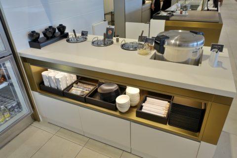 jal-firstclass-lounge-narita-4f/ビュッフェのスープとカレー