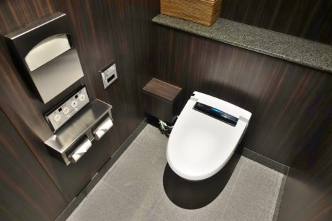 jal-firstclass-lounge-narita-4f/男子トイレの個室