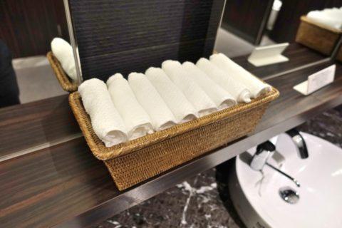 jal-firstclass-lounge-narita-4f/トイレのお手拭