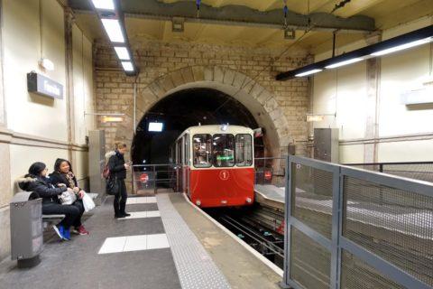 ケーブルカーのフルヴィエール駅