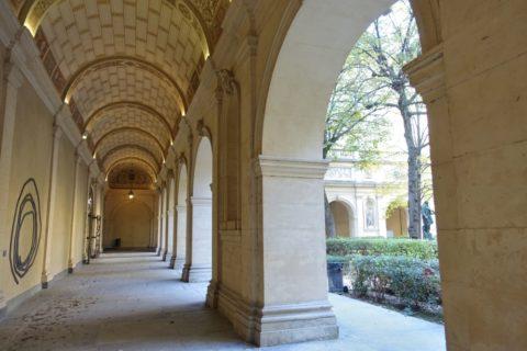 lyon-museum/中庭の回廊