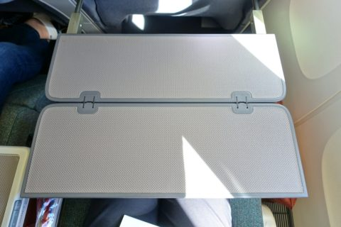 cathaypacific-businessclass-777/テーブル