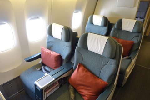 cathaypacific-businessclass-777/窓側席