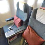CX542香港~羽田B777ビジネスクラス/短距離仕様で残念なシートと機内食…