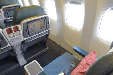 cathaypacific-businessclass-777/シートピッチ