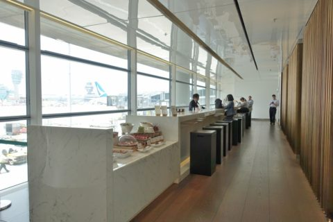 the-bridge-cathay-pacific-lounge/The-long-bar