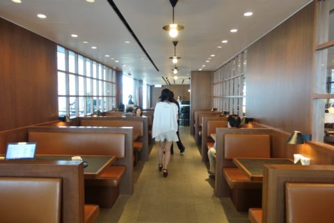 the-deck-cathaypacific-lounge/テーブル席