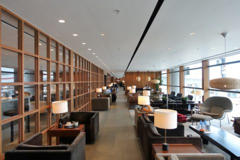 the-pier-businessclass-lounge/窓側