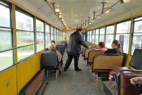 khabarovsk-bus-tram/車掌