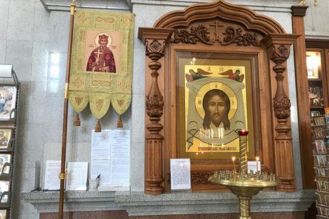 スパソ・プレオブランジェスキー教会の小さな祭壇