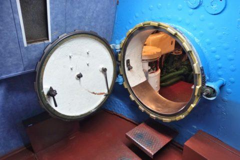 submarine-s56-historical-museum/穴