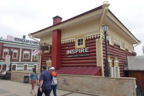 130kvartal/赤茶色の建物
