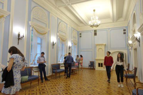 Irkutsk-Academic-Drama-Theatre/ホワイエ