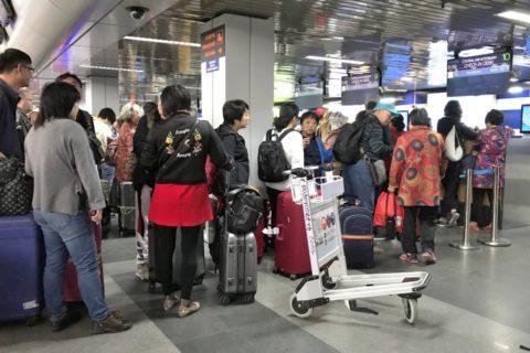 irkutsk-airport-チェックインカウンターの行列